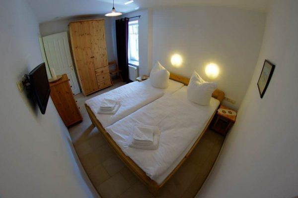 kleines-schlafzimmer-ferienwohnung-ruegen-haus-friederich-goehren-fewo-schwanennest